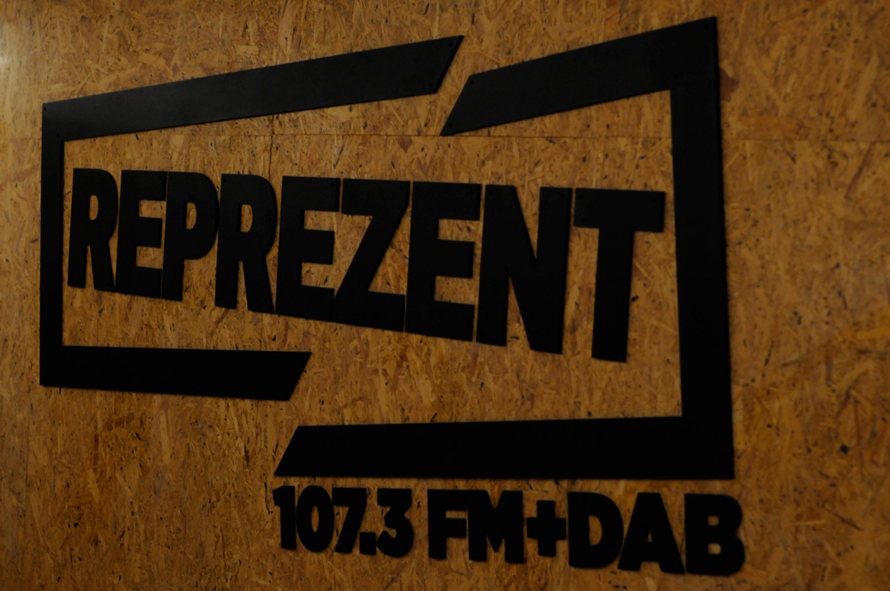 Reprezent sign cut out black
